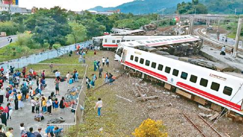 """美国有条最""""难走""""铁路,行驶的火车感觉都要翻车了,有人敢坐吗"""