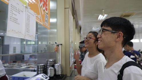 被炒菜耽误的诗人 杭高校厨师写诗千首 梦想成为方文山一样的人