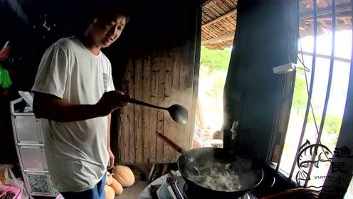 广东粉丝不远千里来到小韩家,小韩准备了哪些菜招待?