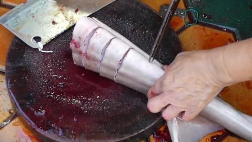越南街头奇葩食品,整条鲨鱼做的火锅,这种火锅你们敢吃么?