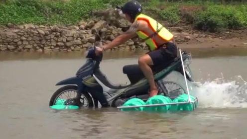 老外改装陆地摩托车,在水中发动时,下一幕震撼所有人!