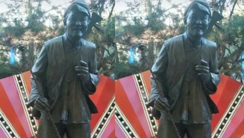 赵本山铜雕像被曝修缮一新,却再惹争议:非英雄能立像?