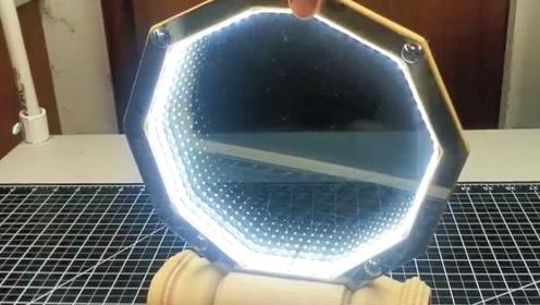 牛人自制双面镜,将灯打开后,网友:这也太炫酷了吧!