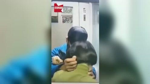 山东一女子夜里ATM机前取钱,遭蒙面男子持刀抢劫:我把钱给你