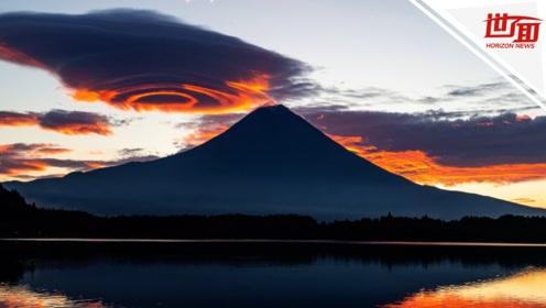 """台风过境后 神秘云朵""""悬停""""富士山上空"""