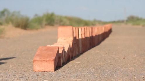 用砖头摆成的多米诺骨牌,推倒后必定摆平整,这是什么原理?