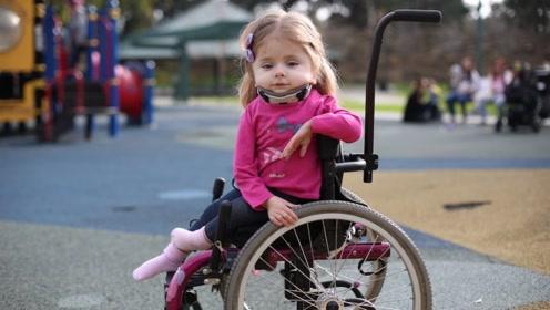 """世界上最脆弱的""""玻璃女孩"""",一岁前骨折上百次,身体极易受伤!"""