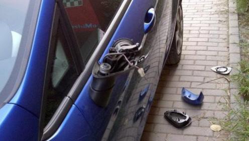 """停车位出口被""""癞皮狗""""霸占,打挪车电话不接,隔天取车时懵了!"""