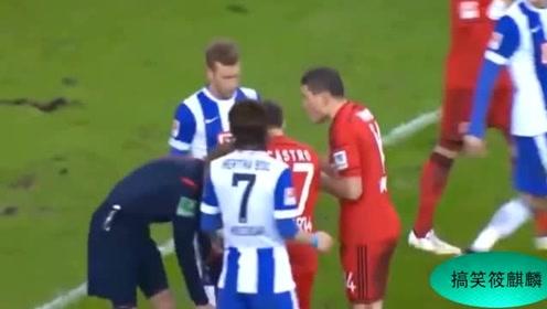 足球裁判的搞笑意外时刻,当个裁判还是有一定危险的
