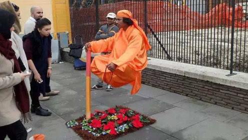 印度街头表演悬浮术,路人当面拆穿,整个场面尴尬了!