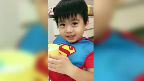 林志颖三岁小儿子聪明伶俐,背诵汉语拼音笑起来超像爸爸