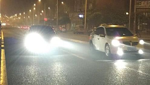 """夜间开车遇到""""远光灯"""",如何做才能避开危险?老司机教你几招"""