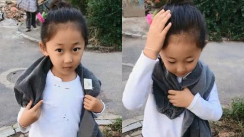 小姑娘为了让自己更漂亮,把路边的野花插在头上,太可爱了!