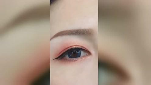 看完美女画眼线的技术,我只想说:你的手能不能借我一天用用?