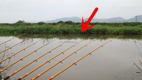 小伙十几根鱼竿钓鱼,密密麻麻放在一起,网友:失去了钓鱼的乐趣