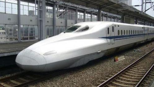 中国游客坐日本高铁,下车直言,这跟我们的高铁怎么不一样?