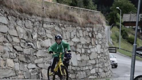 看似炫酷的自行车跑酷,背后的艰辛练习,需要很大的勇气