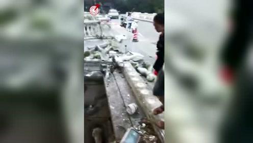 桂林一轿车撞断围栏坠桥 事发前司机曾吸食毒品