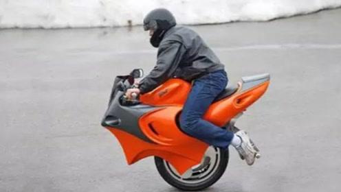 老外发明变形摩托车,独轮两轮随意切换,让你不再担心停车位问题