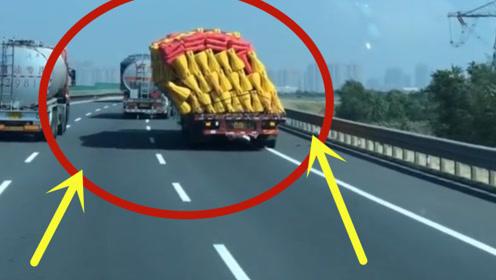 司机:货你再坚持一下别倒下,我马上就到地方了,超车请谨慎!