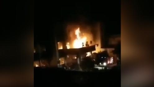 安徽涡阳一卫生院疑似住院部起火致5死 官方:火灾原因正在调查