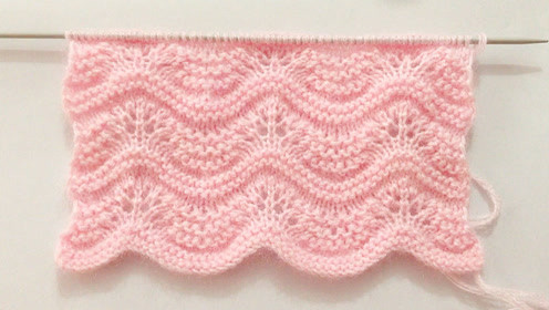 毛线编织初级篇,镂空波浪花纹的编织方法,用来织披肩非常漂亮