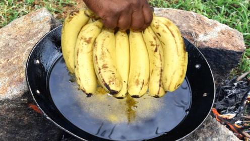 """印度版""""油炸香蕉"""",皮还没剥就炸"""