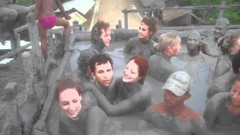 """这些看起来像""""粪池""""的澡堂,游客还搭飞机过来泡,网友:辣眼睛"""