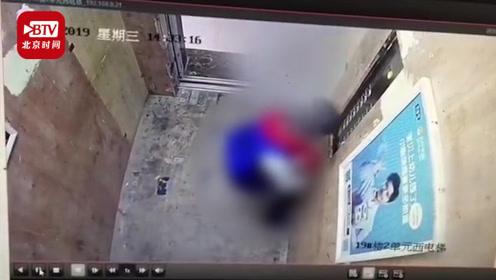 #男孩对着控制面板撒尿致电梯停运# 家长:承担全部责任