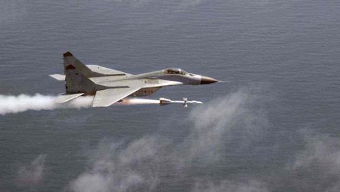 被导弹锁定后,战斗机要如何飞才能摆脱追踪,垂直爬升?