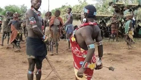 非洲原始部落奇葩求爱方式,看过的人都难以接受,一起来见识下
