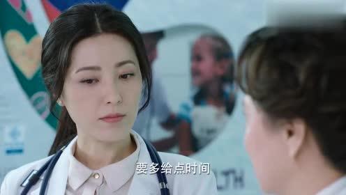 儿科医生:实习医生汇报病人情况,领导表扬她:是一名合格的医生