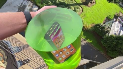 将手机包裹在果冻里,从20米高空扔下会摔坏吗?网友: 你确定这是果冻?