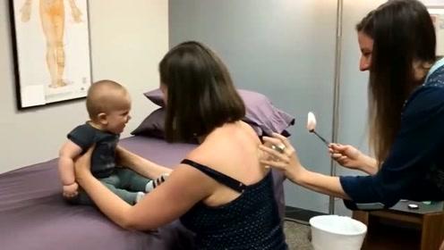 萌宝看妈妈在拔火罐,接下来萌宝的反应成亮点,简直要笑抽了
