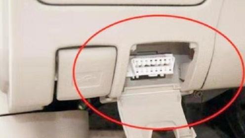 不论车子贵不贵,方向盘下这个小孔别浪费,懂车的人经常用