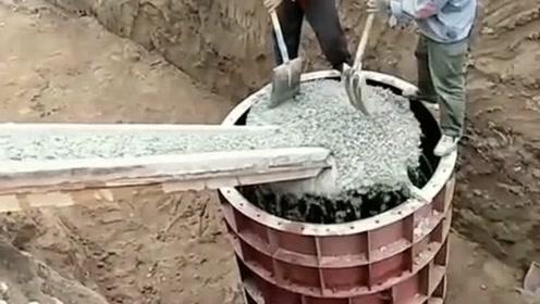 浇筑这个办法确实不错,滴灰不撒,大大的减少了劳动力!