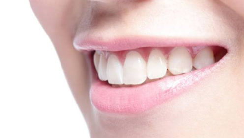 刷牙的时候,水里多加两样东西,牙齿亮白无异味,牙渍通通消失