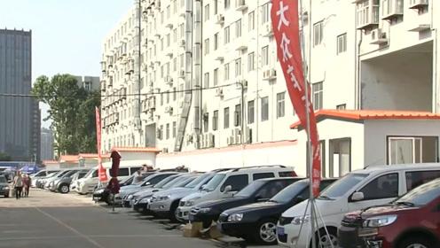 北京二手车市场汽车无数,低至1千元都没人购买,网友:谁买谁傻