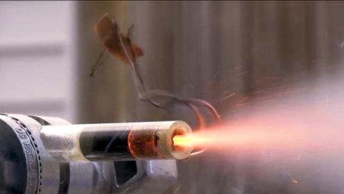 你知道火箭发动机是怎么工作的吗?老外拿透明火箭模型做测试一探究竟