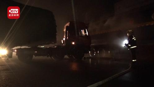 惊险!油罐车加油站发生交通事故出现漏油 消防施救3小时化解危机