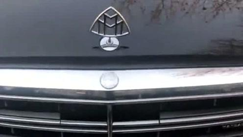 明明是个奔驰,怎么是个三角形标志,有谁认识这到底是什么车?