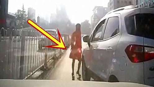 本是一起普通的追尾事故,可看到女司机下车后的打扮,顿时怒了!