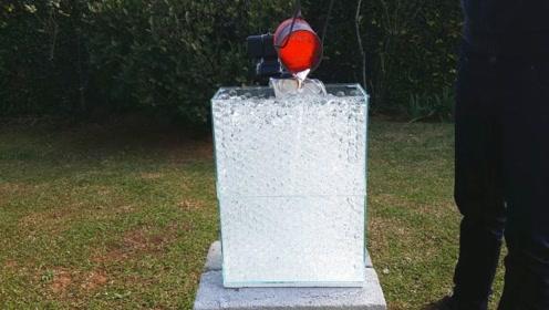 老外将岩浆倒进水晶球里,没想到冷却后竟是意外收获!
