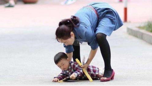 """宝宝摔到后脑勺要紧吗?看懂2个""""信号"""",家长就知道怎么处理了"""