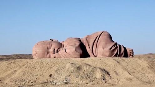 """甘肃沙漠惊现""""巨婴"""":打造方式独特,游客都会到此祈福!网友:感觉它可伶"""