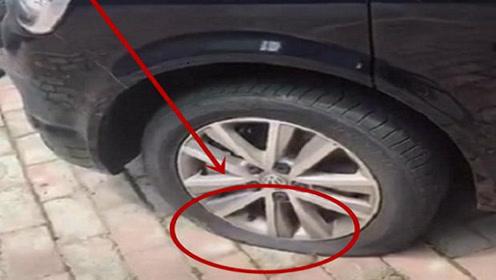 大众乱停惹人烦,车主开车时,轮胎已被放气,车上还多了一张纸!