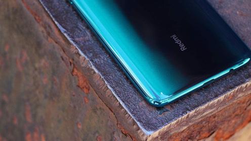 卢伟冰公布 Redmi K30 为首款挖孔屏新机,网友:挖孔屏不成熟!