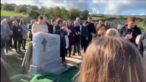 爱尔兰男子为自己葬礼提前准备了一段录音,结果把所有亲朋好友逗得哈哈大笑