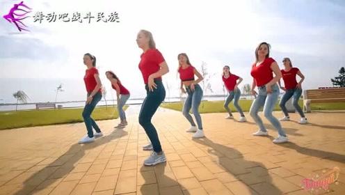 广场鬼步舞在俄罗斯的火爆程度超出想象!姑娘和大妈都在跳