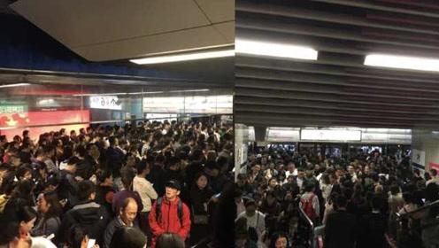 你迟到了吗?重庆轨道交通6号线早高峰故障,乘客被困站台